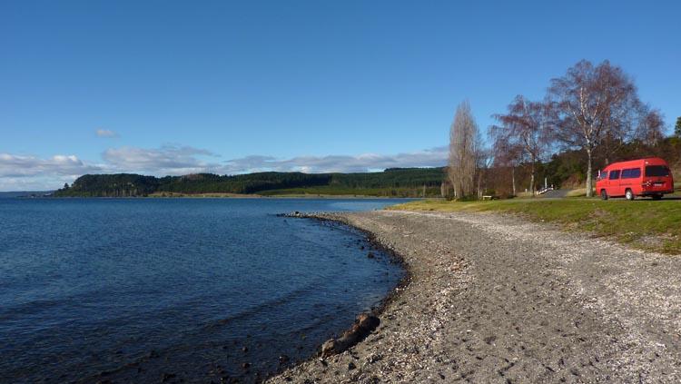 Furgoneta en el lago Taupo