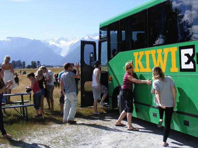 Kiwi experience, autobús de Nueva Zelanda