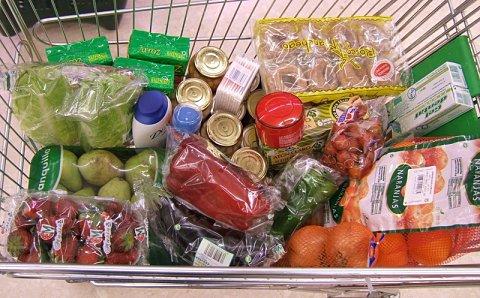 Cesta de la compra de Nueva Zelanda en un supermercado Countdown de Auckland