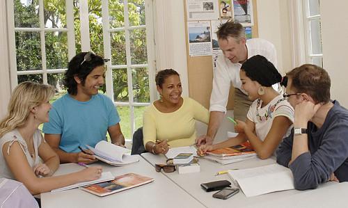 Profesores en prácticas dan clases de inglés gratis en Languages International