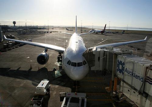 Avión en el aeropuerto de Auckland, Nueva Zelanda