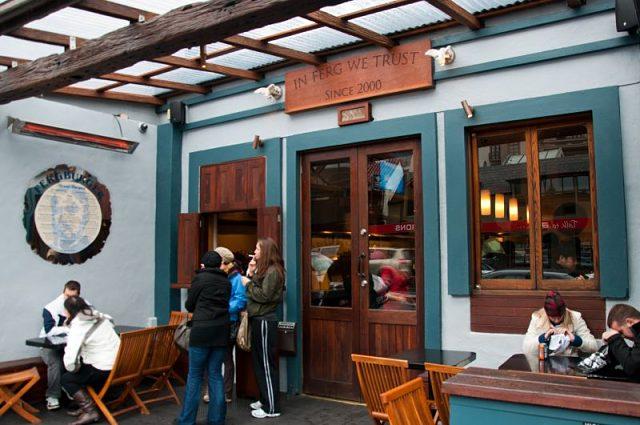 Exterior de la hamburguesería Fergburger en la calle Shotover de Queenstown
