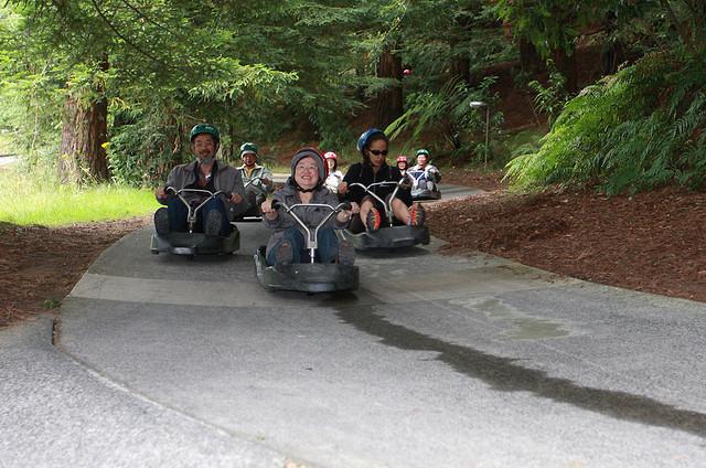 Disfrutando del Luge de Rotorua en familia