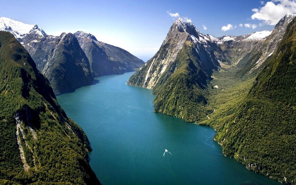 Milford-Sound-fiordo-situado-en-el-suroeste-de-la-Isla-del-Sur-3-2