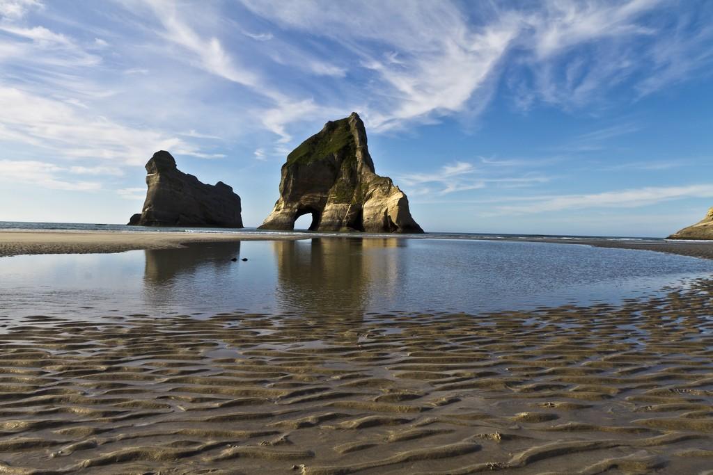 playa-wharariki-beach-nueva-zelanda-comoserunkiwi