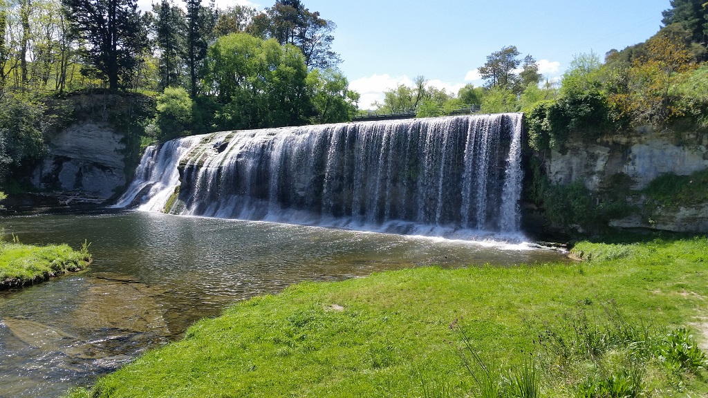 rere-falls-gisborne-nueva-zelanda-comoserunkiwi