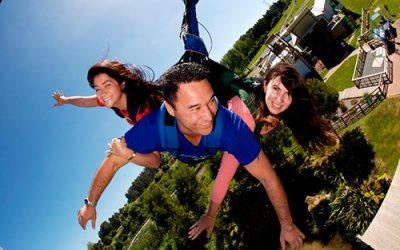 Diversión en el swoop swing en Rotorua