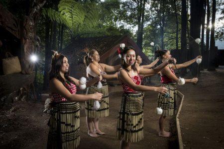 Tradición en la aldea maorí Tamaki de Rotorua