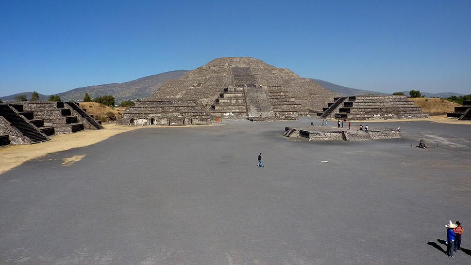 Pirámide de la Luna de Teotihuacán